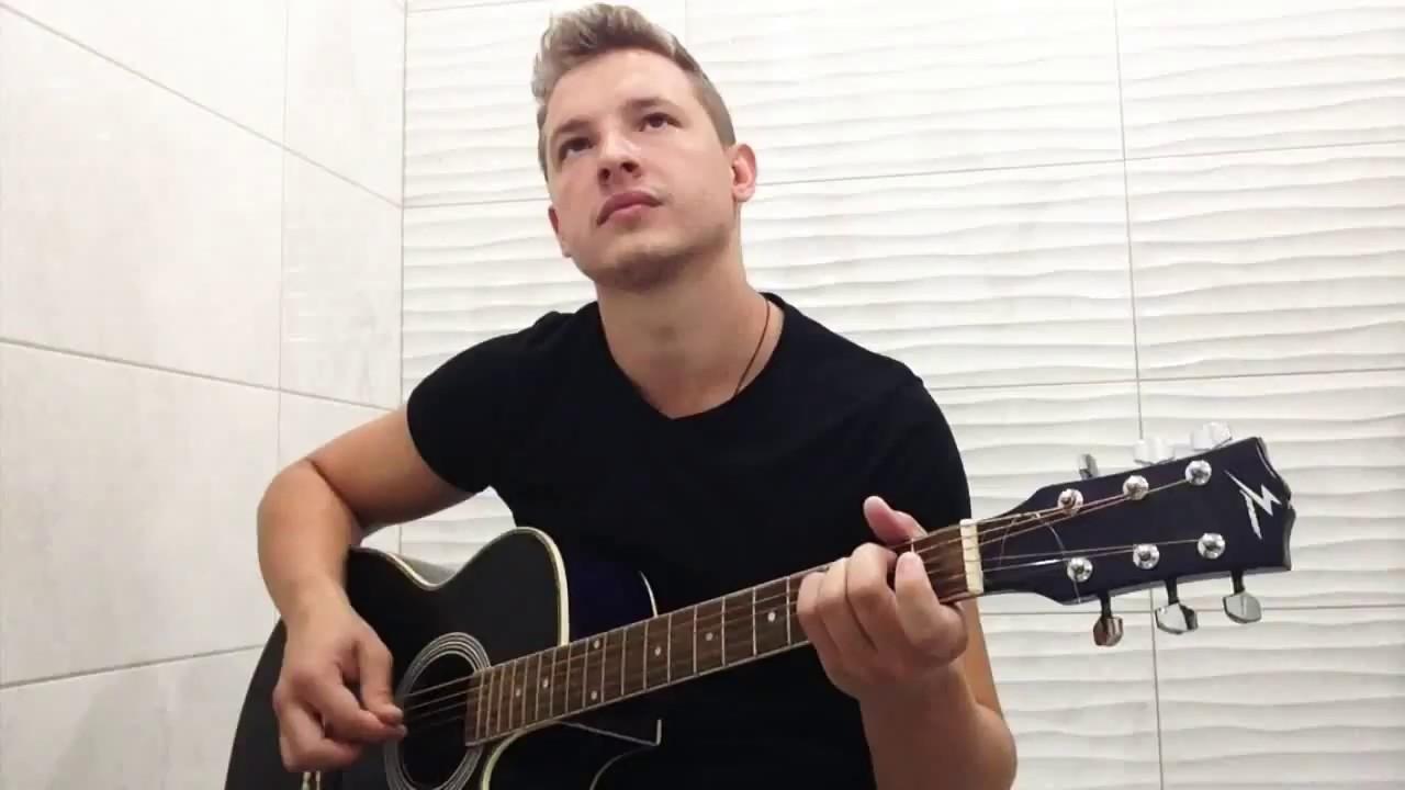 Душевно спел песню под гитару-Помолимся за родителей