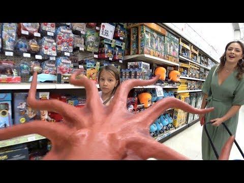 ПАПА РАЗЫГРАЛ ВИКУ Ищем в Магазине Игрушек ЛОЛ и Роблокс LOL и ROBLOX // Вики Шоу - Поиск видео на компьютер, мобильный, android, ios