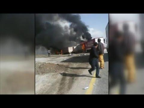 PKK Ağrı'da yol kesip 5 TIR ile 1 Resmi Aracı yaktı