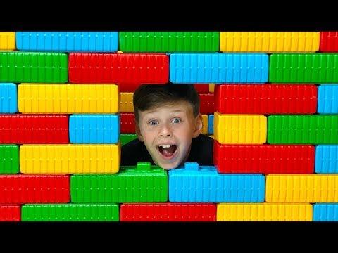 ALİ KENDİNE YENİ EV YAPTI, İÇİNDE KALDI - Color Brick Block House Toy Funny Kids video