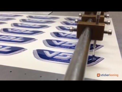 Doming of 3D stickers voorzien van epoxyhars - Stickerkoning