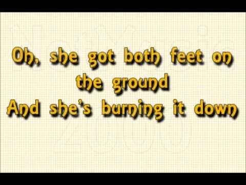 Alicia Keys ft. Nicki Minaj - Girl On Fire   (English Lyrics / Legendada em inglês)