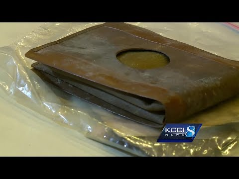 Workers Find A 71-Year-Old Wallet And Get A Huge Surprise When They Open It Up