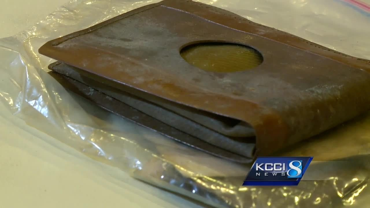 Workers Find A 71 Year Old Wallet And Get A Huge Surprise When They Open It Up