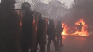 Una treintena de heridos y más de 600 detenidos en las protestas en París