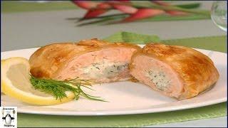 Запеченный лосось.Лосось с начинкой из сыра и зелени, запеченные в слоеном тесте