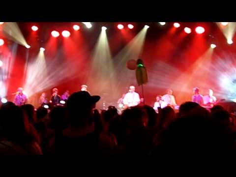 GAYNGS - Cry (Live at Coachella 2011)