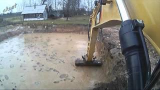 Копаем пруд с одним откосом. Dig a pond with a slope.