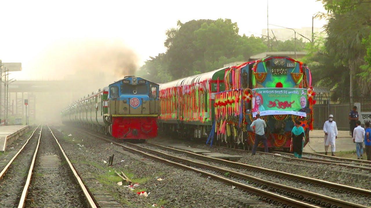 Hi speed Suborno Express Vs India Bound Mitali Express || Two Non Stop Train