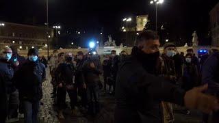 Roma, militanti di Forza Nuova contro i giornalisti: