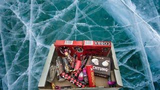 Взрываем Петарды на Льду и в Воде | Взрываем лёд большими петардами | Петарды на Новый Год