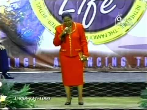 Pastor Shirley Caesar sings HIS EYE IS ON THE SPARROW