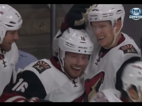 Max Domi First NHL Goal vs Los Angeles (10/9/15)