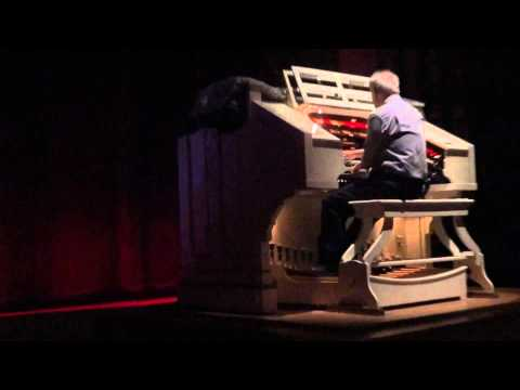 Oriental Theater Milwaukee - Pipe Organ Music - 4/20/12