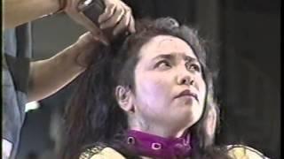 Repeat youtube video 女子プロレス 敗者髪切りマッチ 風間ルミ 断髪 丸坊主