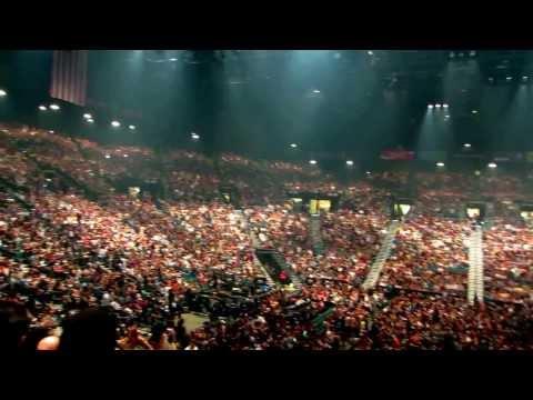 Hooligans Do The WAVE for Bruno Mars' Moonshine Jungle Tour @ MGM Grand