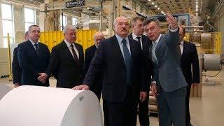 Лукашенко посещает завод газетной бумаги в Шклове