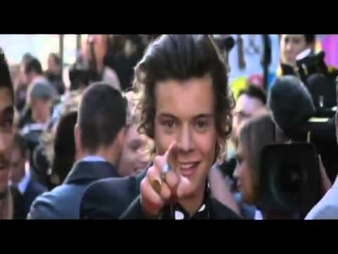 Harry Styles Kissing The Screen - This Is Us' Film Premiere