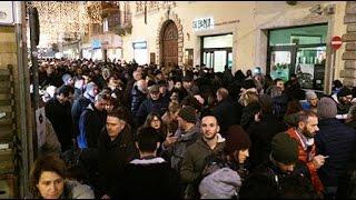 In centro storico muro di gente, Rimini fa il pieno per l