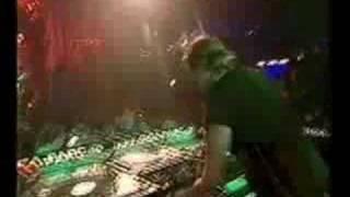 Azzido Da Bass feat. Digitalism: Strobelightsz