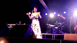 "Algebra Blessett, ""Run and Hide"" (Live)"