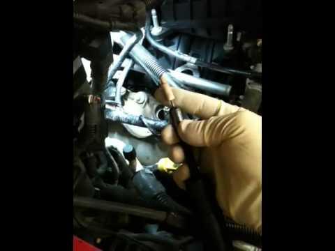 Como Extraer Bujia Quebrada De Ford F 150 Motor 5 4 Youtube