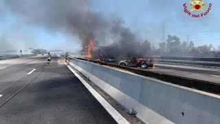 Incidente sull'A1, in fiamme un'autocisterna: l'intervento dei Vigili del fuoco