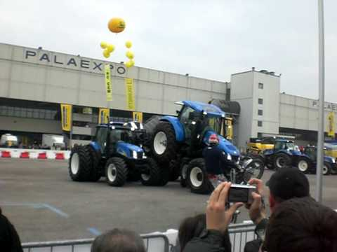 Fiera agricola verona 2010 show new holland youtube for Fiera arredamento verona