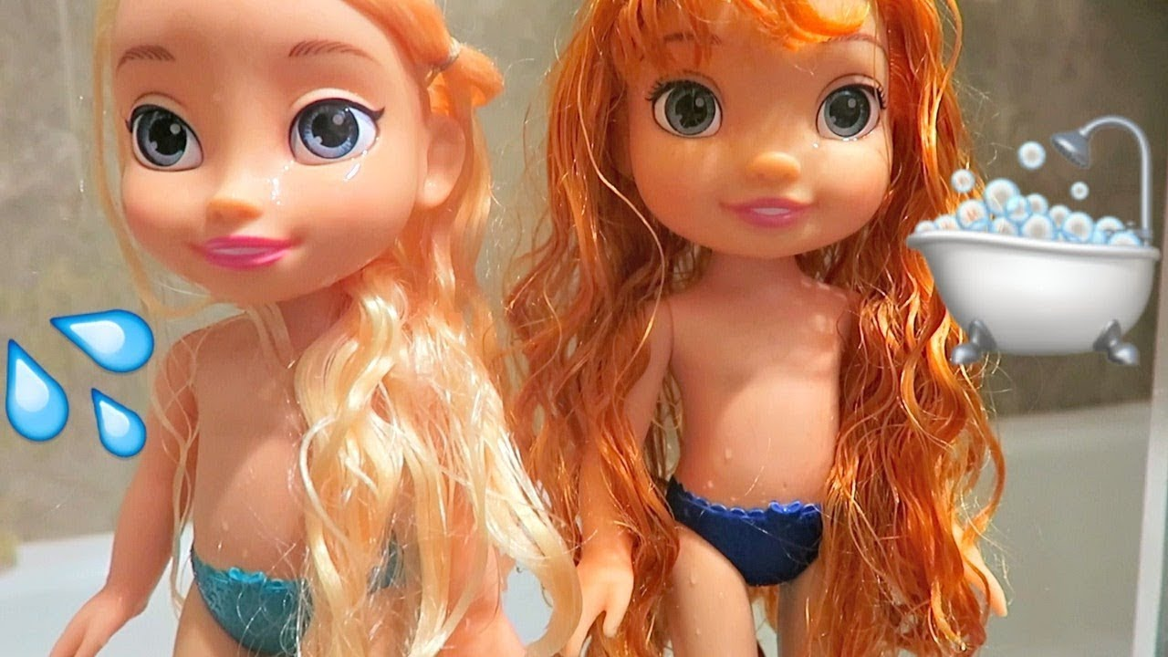 Elsa and Anna Toddlers Bath Time!