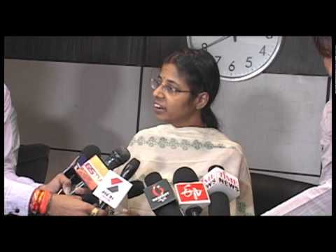 Municipal Commissioner of Ahmedabad D Thara informally speaks to media