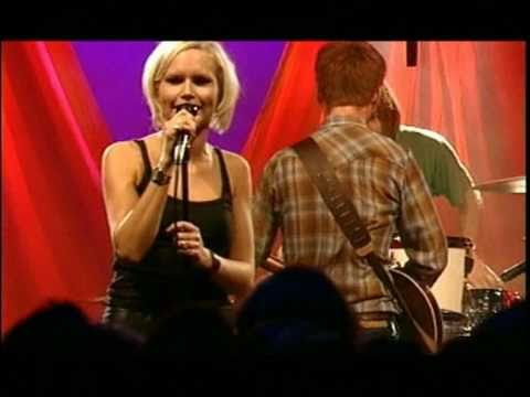 The Cardigans Live in Shepherds Bush Empire London 1996 (17) - Rise And Shine