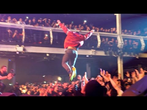 CRAZY STAGE DIVE!!!