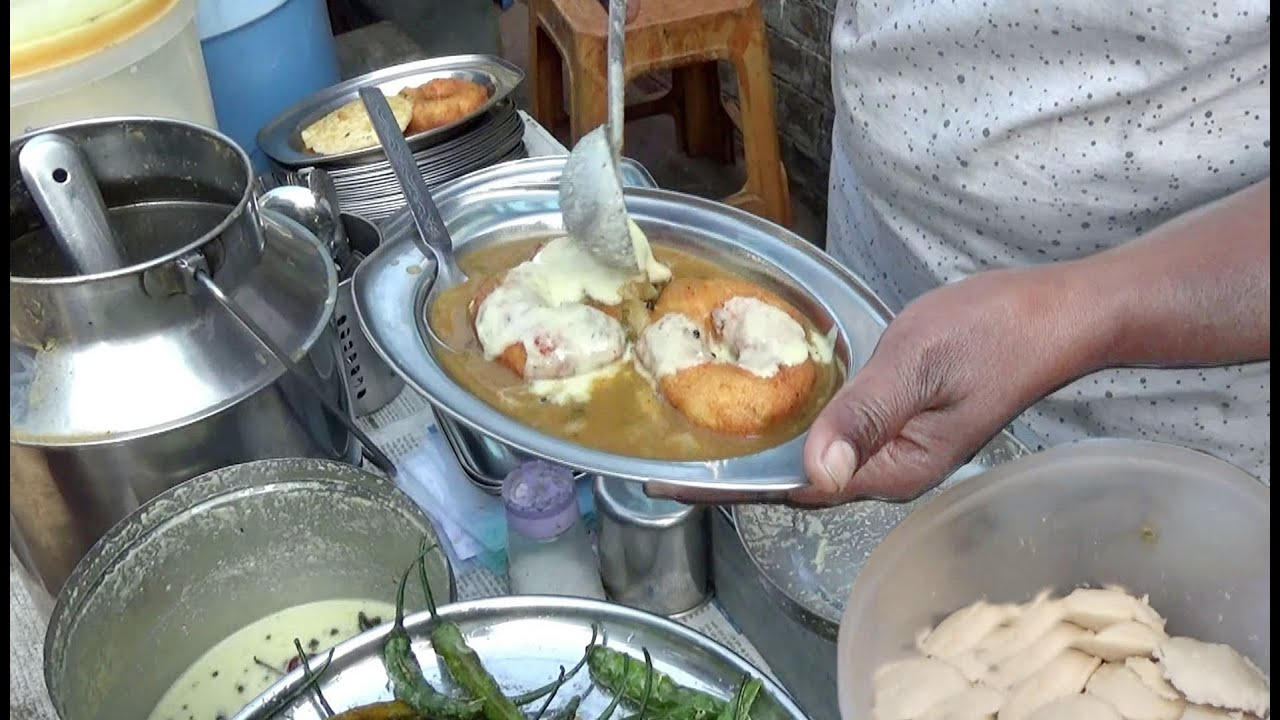 Hard Working Marathi Sister Selling South Indian Breakfast | Medu Vada & Sabudana Vada @ 10 Rs Plate