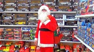 САНТА КЛАУС В СУПЕРМАРКЕТІ. Купує іграшки дітям. Подарунки до Нового Року.