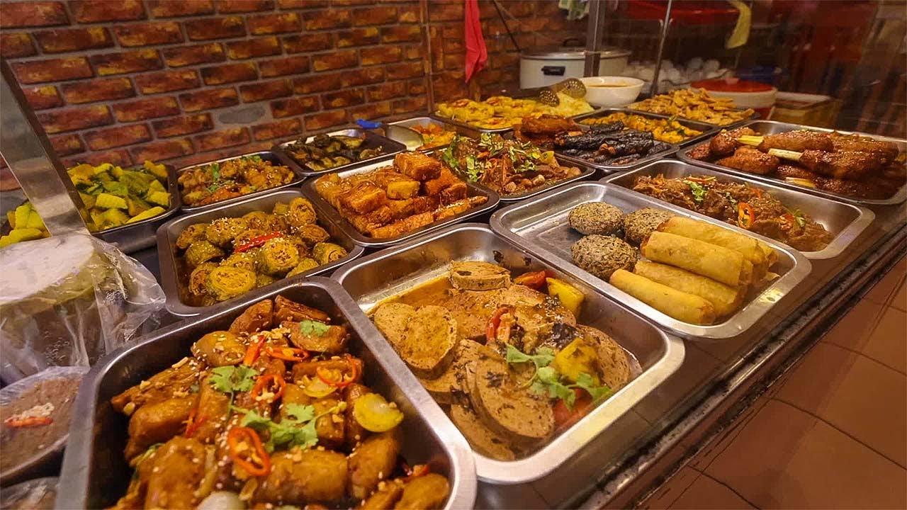 Cơm Bình Dân Vegetarian Style | Over 20 Dishes!!!