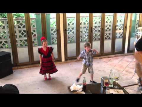 Kid Dances @ Tipi Tapa :)