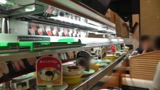 日本の日常。新幹線が寿司を運んできます。 この動画は YouTube 動画エ...