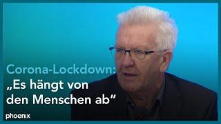 Baden-württembergs ministerpräsident winfried kretschmann (grüne) und u.a. innenminister thomas strobl (cdu) äußern sich in der landespressekonferenz zu aktu...