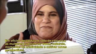 Mulheres refugiadas produzem bolsas, tecem sonhos e estreitam laços