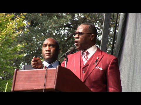 """Tony Muhammad: """"The only power that big pharmaceuticals have is the power that you give them."""""""