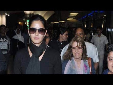 Katrina Kaif SPOTTED with her mother Suzanne Turquotte - YouTube
