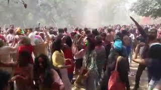 Holi in JNU, इसका कोई जवाब नहीं