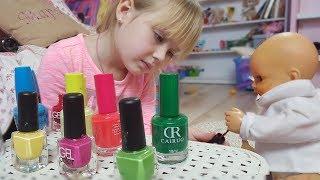 Маргарита с Куклой Диана играют в Салон Красоты Дизайн ногтей   Paint the Nail Art designs