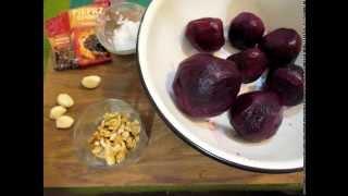Салат из свеклы с орехами.