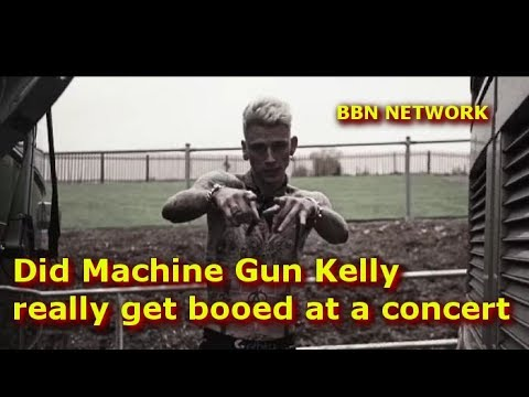 Did Machine Gun Kelly really get booed at a concert