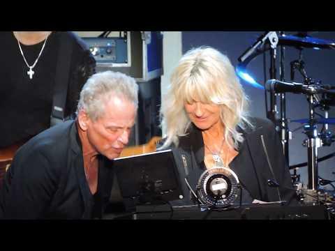 Lindsey Buckingham & Christine McVie of Fleetwood Mac Go Your Own Way Live 2017