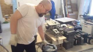 Как и чем резать плитку на пол что лучше плиткорез или болгарка(Видео работ по отделке и ремонту квартир,ванных комнат,какой и сколько надо инструмента чтобы качественно..., 2016-05-28T21:14:10.000Z)