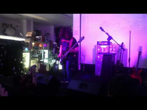 Caught in a mosh - Anthrax (Frank Bello's Clinic Mexico City 17/05/2013)