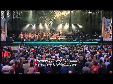 Queen - Bohemian Rhapsody (Buckingham Palace Garden, 2002)