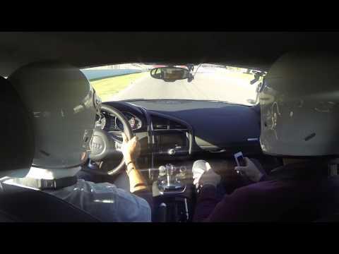 Audi Driving Experience. Audi R8 V10. Conduce Jordi Gené